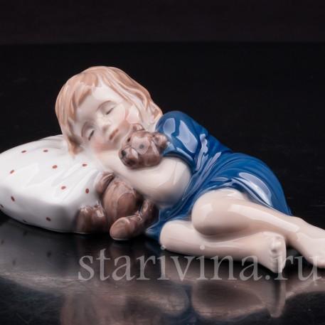 Фигурка из фарфора Спящая девочка с мишкой, Royal Copenhagen, Дания, 1999-2004 гг.